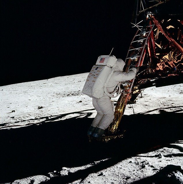 Imagens do homem na Lua na missão Apollo 11